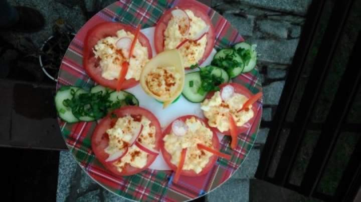 pasta jajeczna na pomidorach