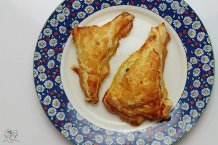 Sakiewki z ciasta francuskiego ze szpinakiem i serem