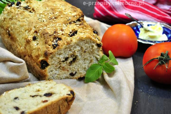 Chleb z suszonymi śliwkami i żurawiną
