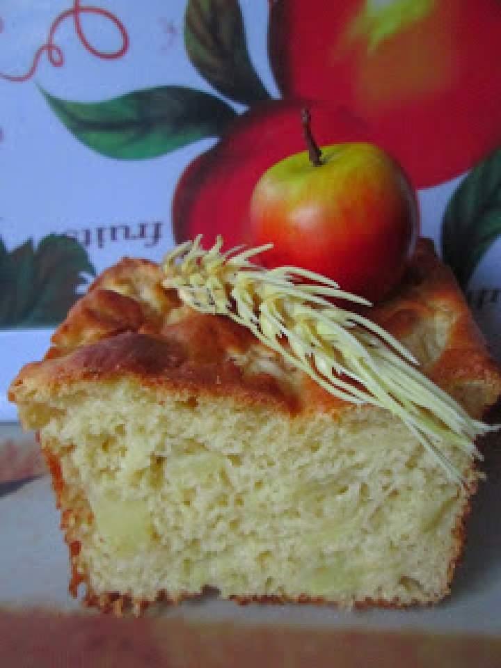 Babka drożdżowa z jabłkami