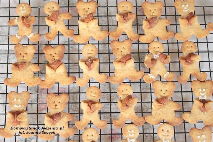 korzenne ciasteczka misie / ludki z migdałami