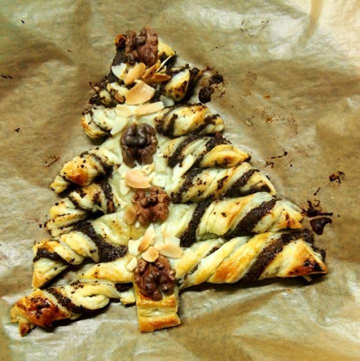 Makowa choinka z ciasta francuskiego