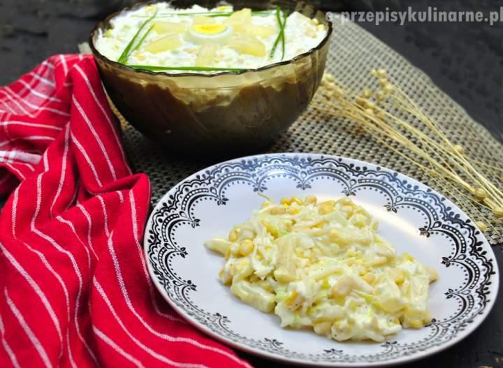 Sałatka z selerem konserwowym i ananasem