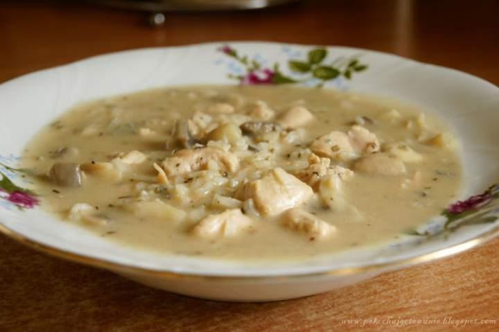 Zupa z kurczaka z winem i serem pleśniowym