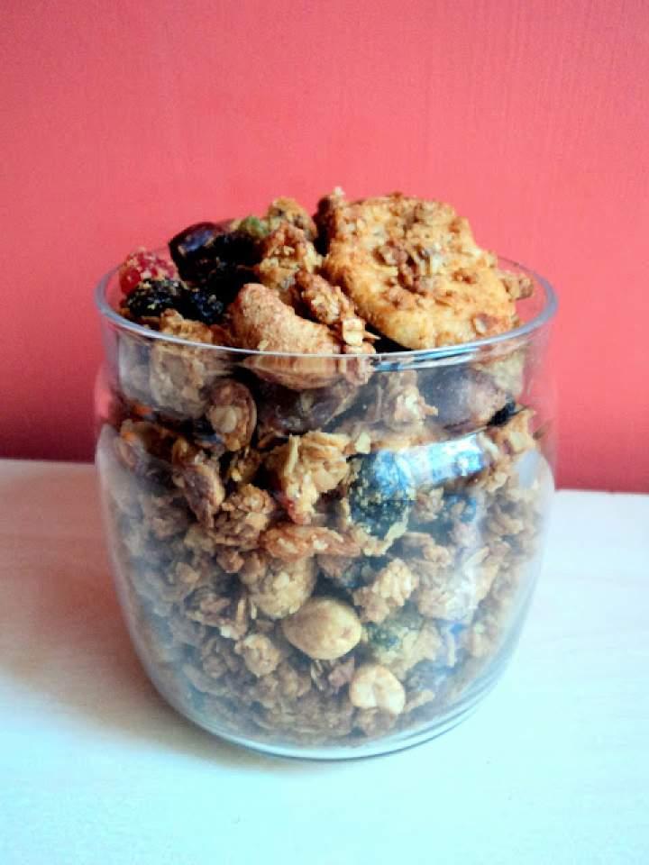Owsiano-jaglana granola z tahini i olejem kokosowym :)