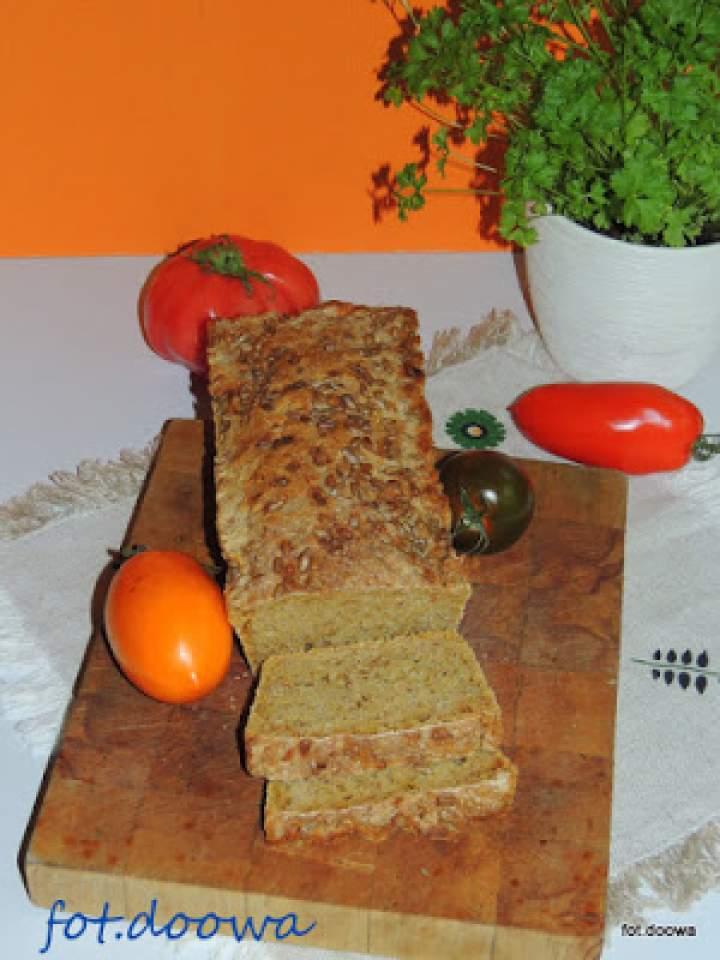 Chleb na zakwasie pszennym z pomidorami i ognistą przyprawą