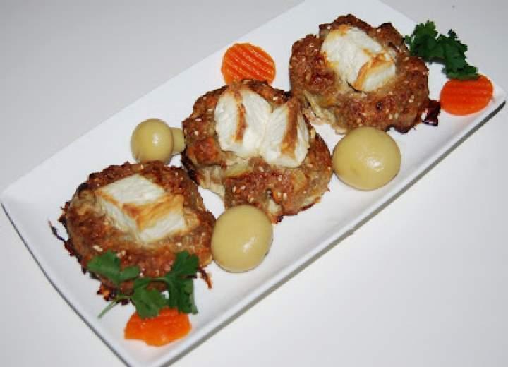 Pieczone kotlety mielone z kozim serem