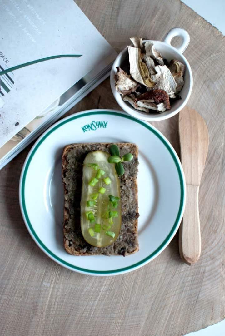 """""""Pasztetowa"""" z zielonej soczewicy, grzybów i suszonej śliwki"""