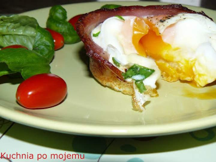 Boskie śniadanie dla drugiej połowy. Jajko i boczek w imponującej formie. Rozpieszczaj swoich bliskich