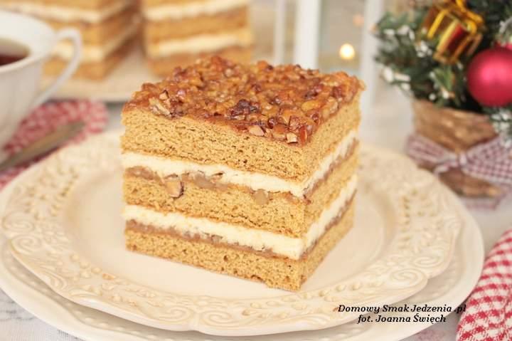 Bożonarodzeniowe ciasto miodowe z orzechami