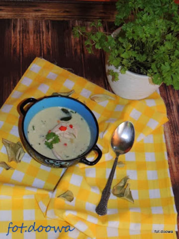 Tajska zupa kokosowa z kurczakiem – Tom Kha Gai