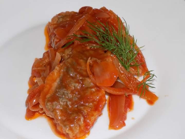 Śledzie opiekane w zalewie octowo-pomidorowej