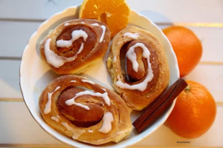 Pomarańczowe ślimaczki z cynamonem
