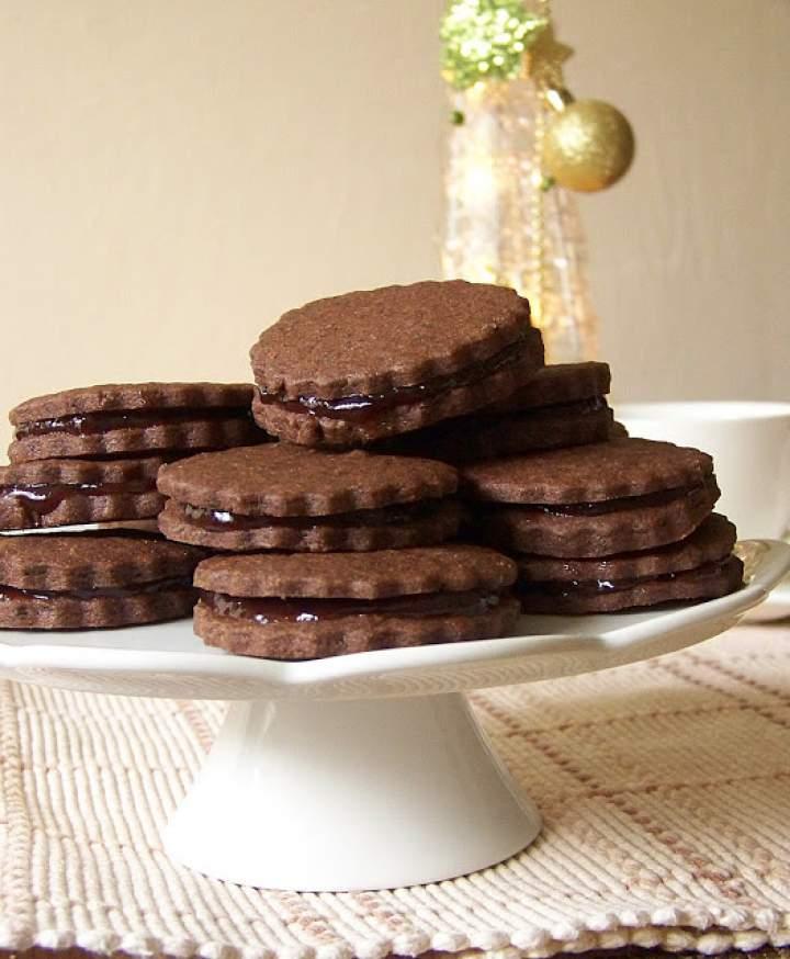 Kakaowo-korzenne ciastka z powidłami