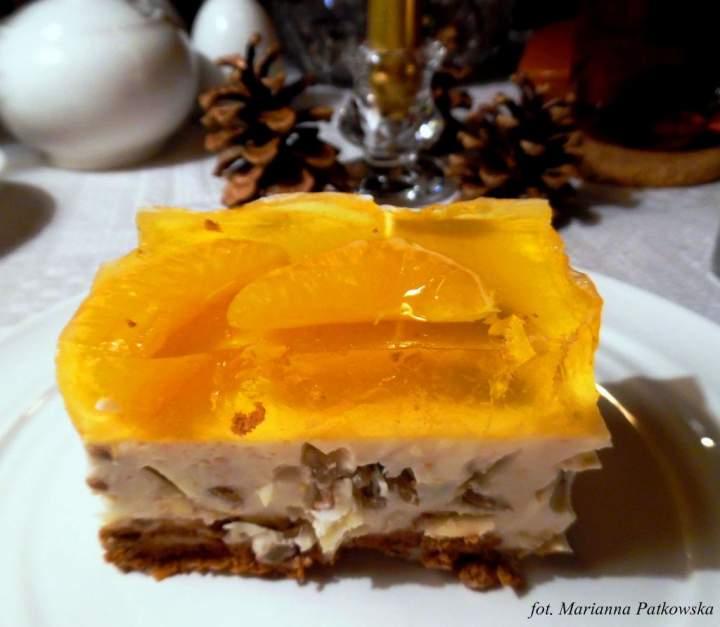 Migdałowy sernik na zimno z galaretką z mandarynkami