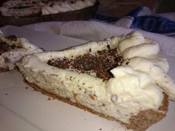 tarta z mascarpone, czekoladą i bitą śmietaną