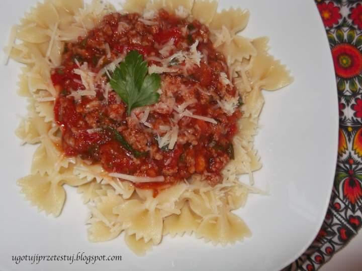 Makaron z sosem pomidorowo-mięsnym
