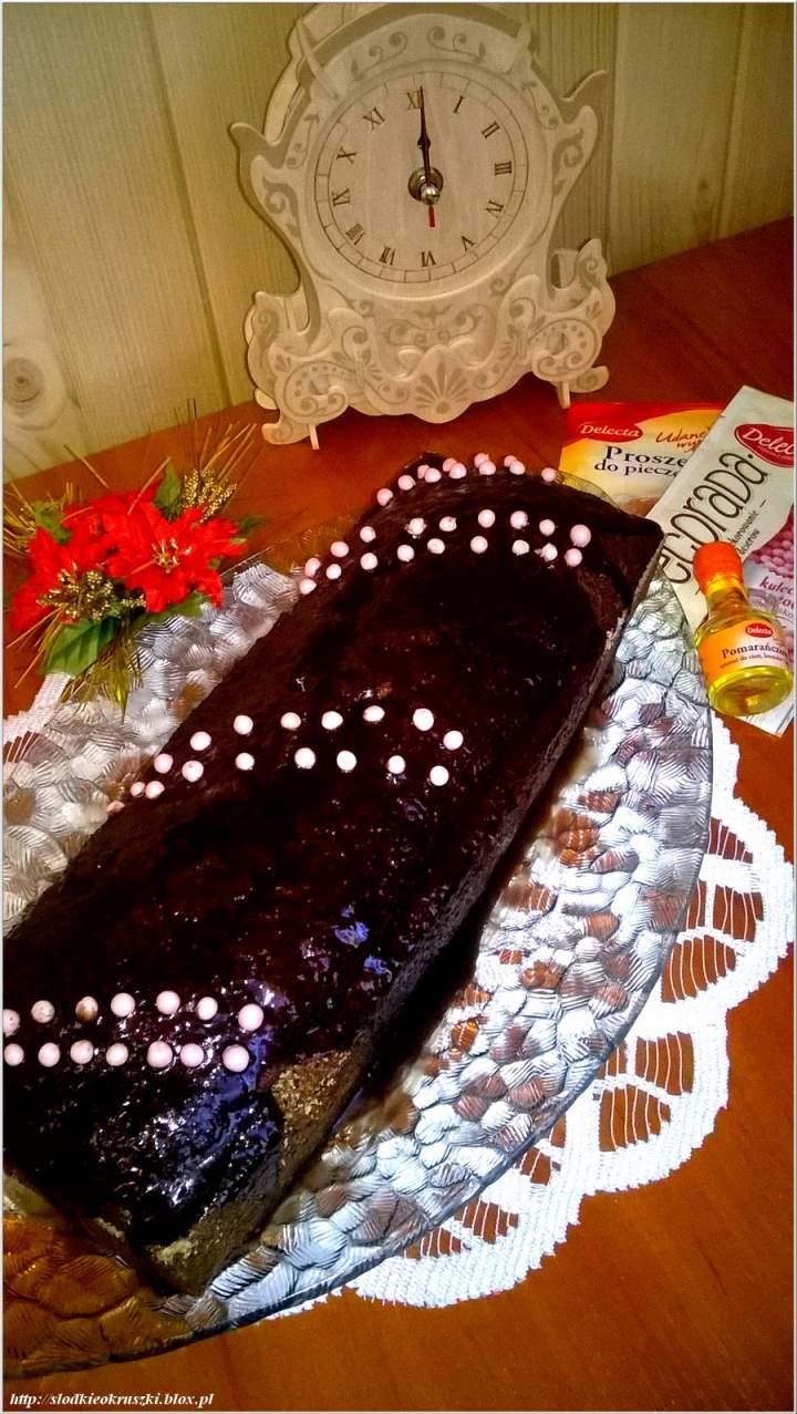 Czekoladowo-ananasowe ciasto ekspresowe. Ciasto idealne na świąteczny i sylwestrowy stół.