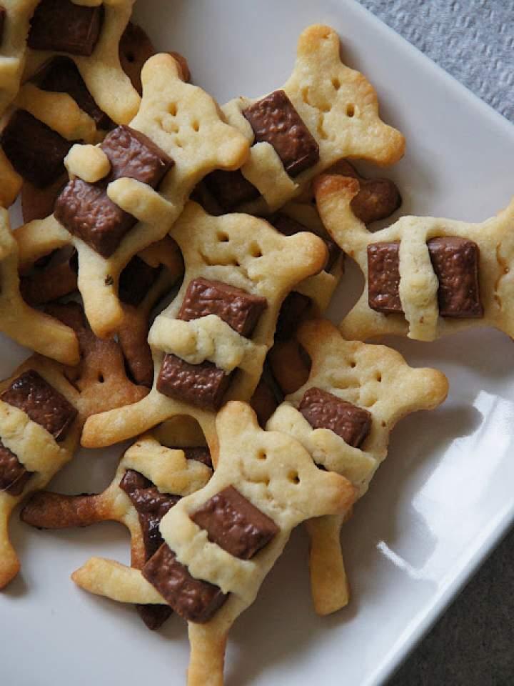 Półkruche misie z kostką czekolady w łapkach