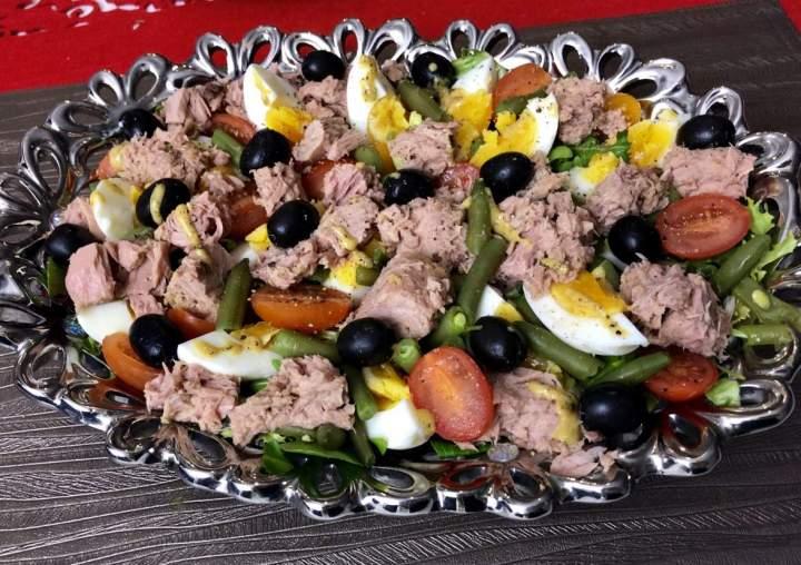 Sałatka nicejska z tuńczykiem