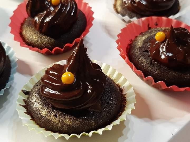 Babeczki z kremem czekoladowym i solonym karmelem