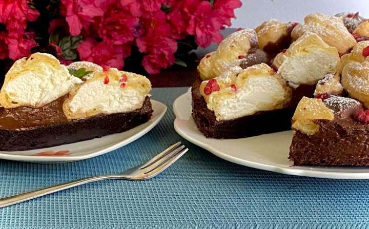Ciasto czekoladowe z profiterolkami