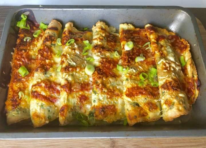 Pyszne naleśniki zapiekane z mozzarellą i warzywami