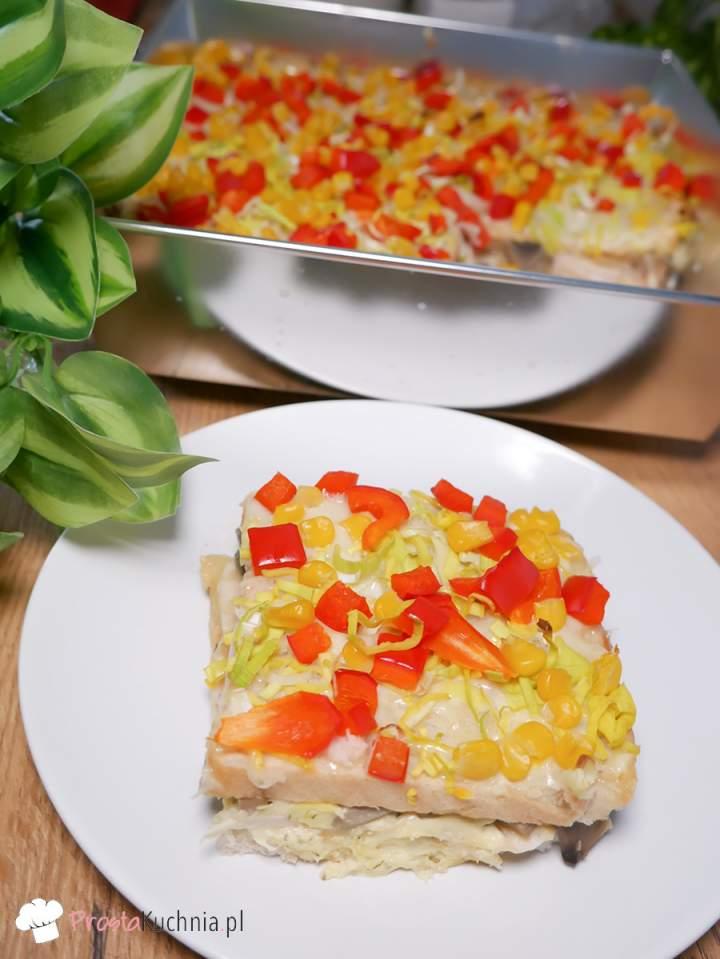 Chleb tostowy zapiekany z szynką i serem