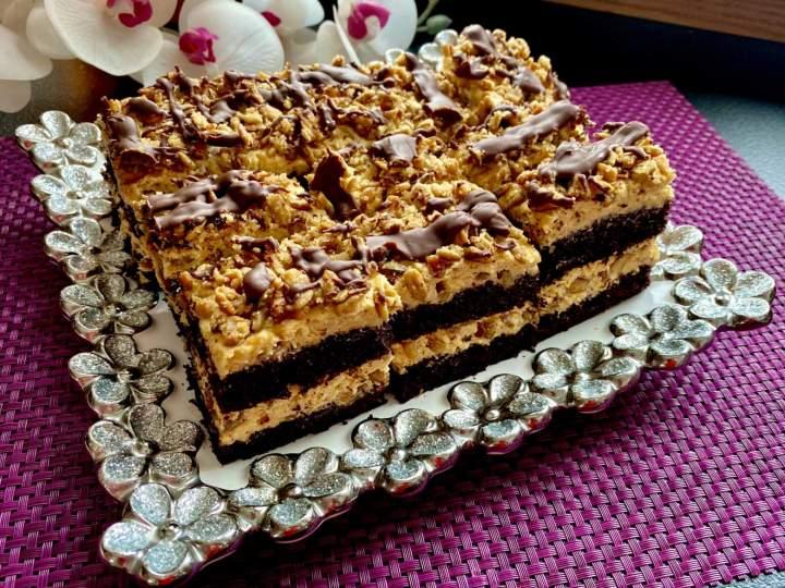 Kostka czekoladowo-słonecznikowa z kremem solony karmel