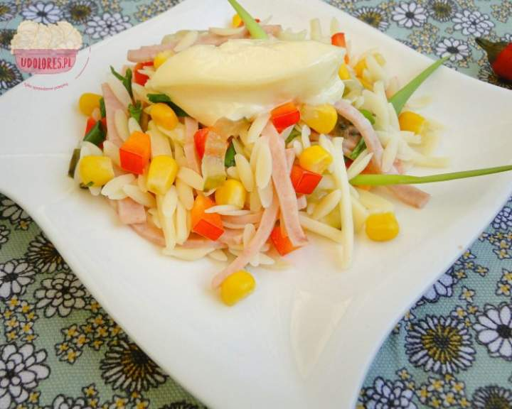 Sałatka z makaronu ryżowego
