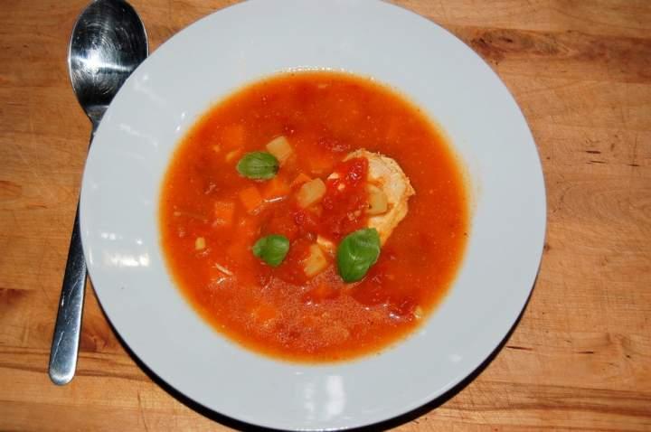 Pomidorówka z piersią z kurczaka i ziemniakiem , zupa na dobry dzień
