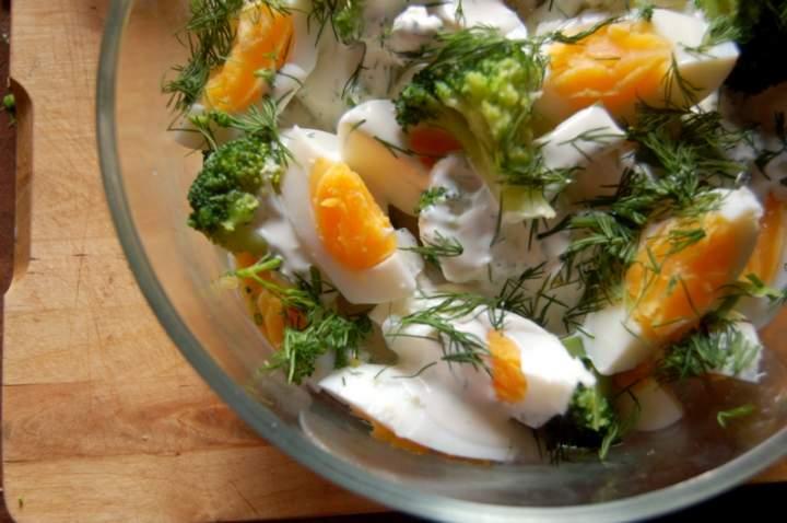 Ekspresowa , ale zdrowa ,sałatka z brokułem , doskonała kolacja