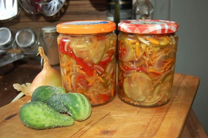 Obiadowa sałatka warzywna do słoików na zimę