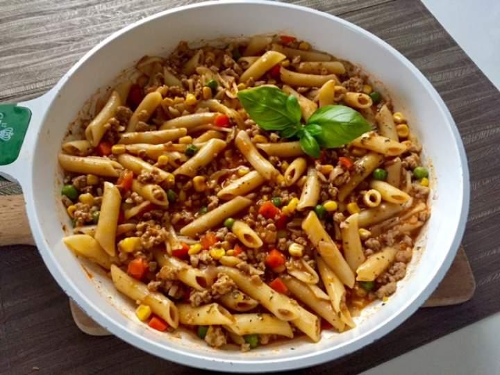 Makaron penne w sosie bolońskim- czyli szybkie i pyszne danie z patelni