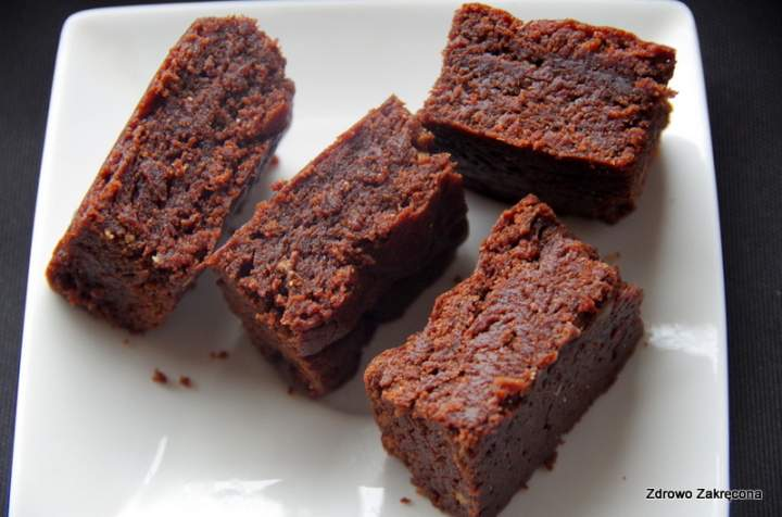Najprostsze i najszybsze brownie z masłem orzechowym – bez mąki, bez czekolady, bez jajek. Wegańskie i paleo