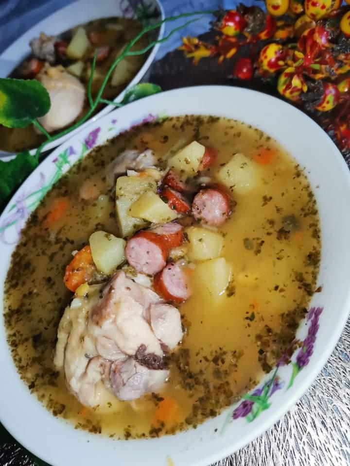 Zupa grochowa z kabanosem
