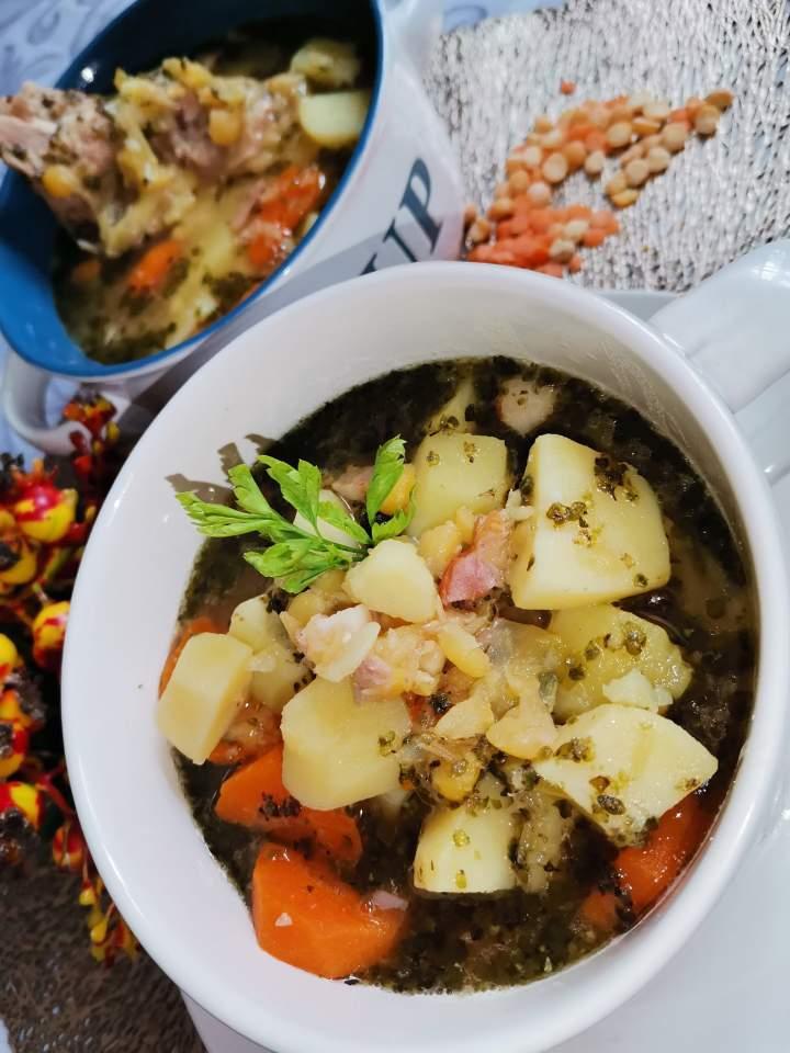 Zupa grochowa z soczewicą czerwoną