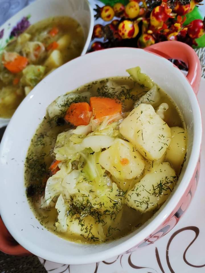 Zupa kapuśniakowa na kurzych łapkach