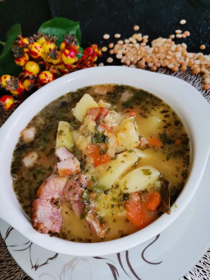 Zupa grochowa na wędzonce