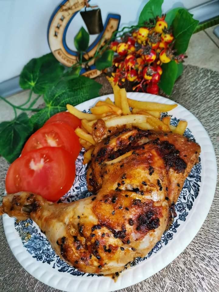 Ćwiartki kurczaka pieczone w majonezie i przyprawach