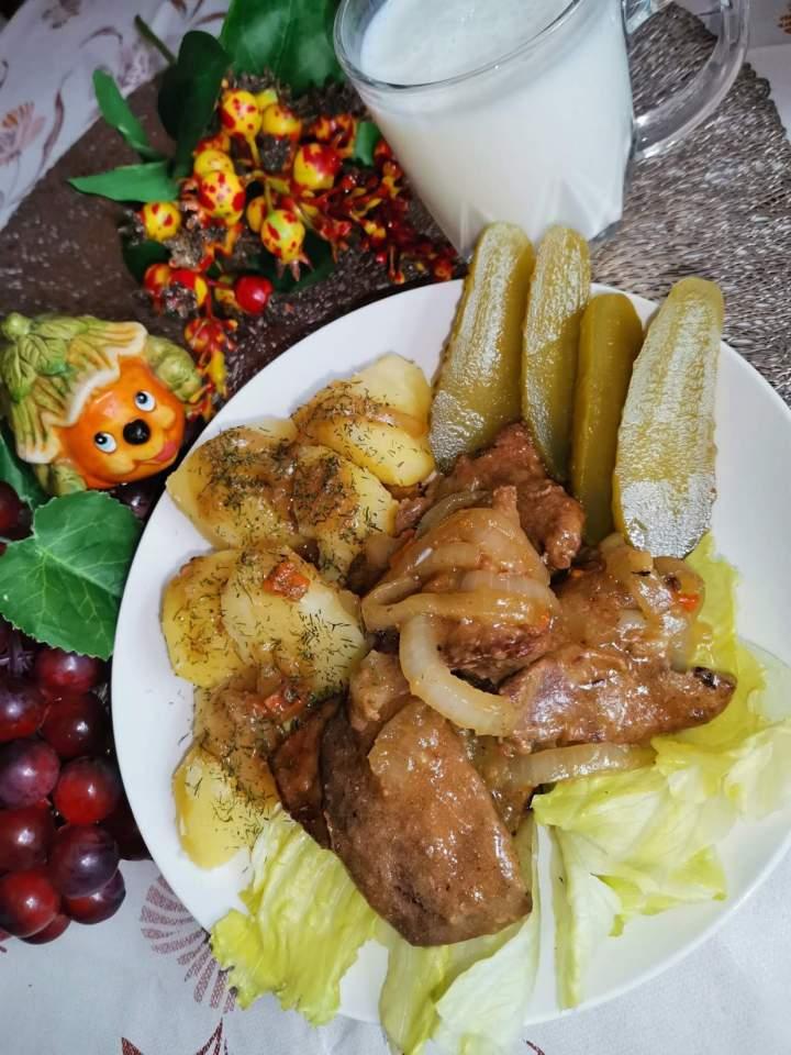 Wątróbka wieprzowa z cebulką w sosie