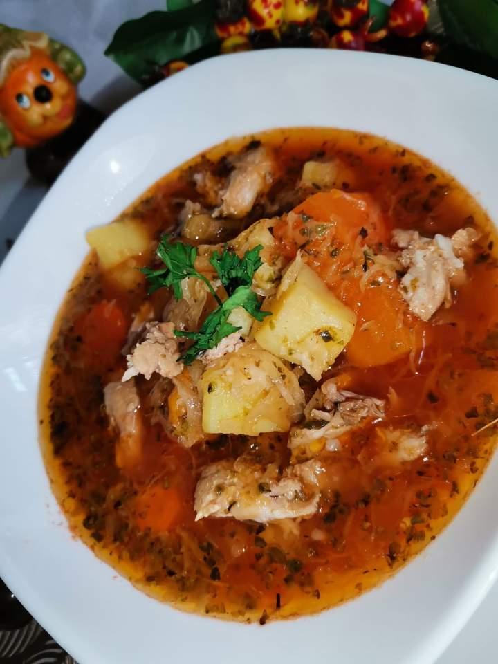 Zupa kapuśniak z koncentratem pomidorowym
