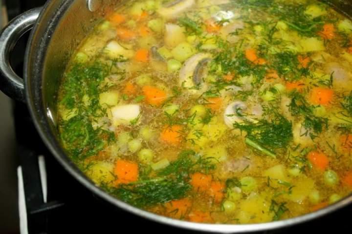 Zupa z pieczarkami i zielonym groszkiem