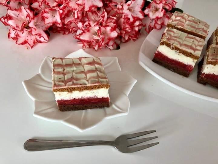 Czerwony kapturek – bajeczne ciasto z truskawkami!