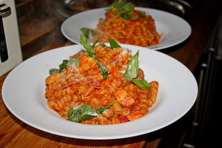 Pasta Salerno, makaron na czerwono