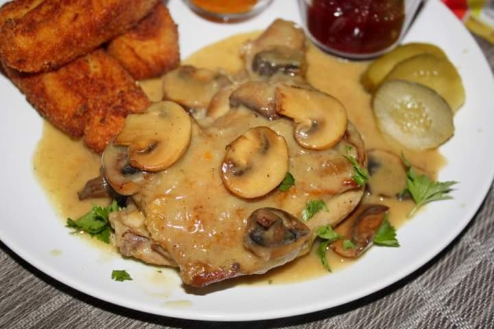 Kurczak duszony w pieczarkach