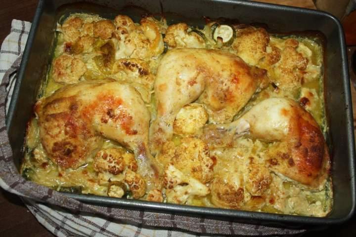 Udka z kurczaka , pieczone z kalafiorem