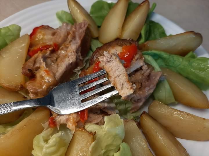 Karkówka pieczona z mozzarellą i ziemniakami