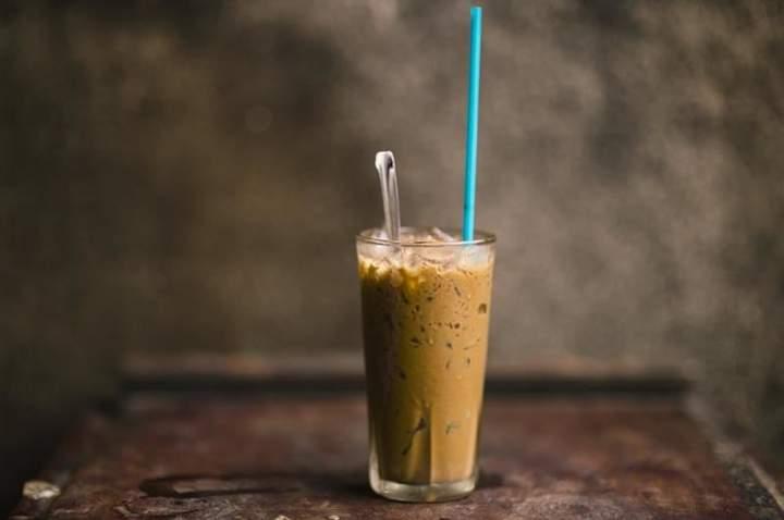 Kawowy koktajl proteinowy.