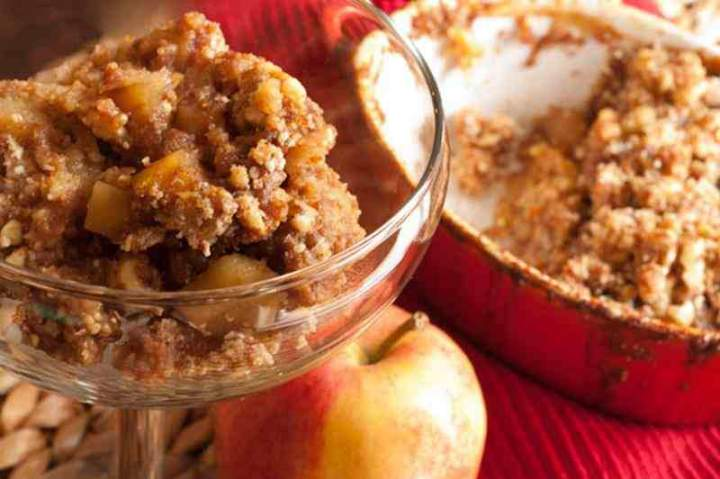 Pieczona kasza jaglana z jabłkami.